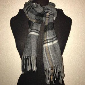 V. Fraas plaid 100% acrylic scarf w/fringe